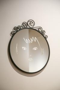 《わたしと目が合うとき》鏡、銀600×500×20mm 2016
